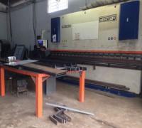 Maquina Dobradeira CNC