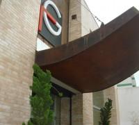 Ribas Splettstösser – cobertura em aço corten para fachada