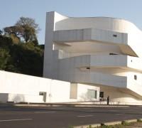 Museu Iberê Camargo estrutura metálica para cobertura, esquadrias e acabamentos em inox